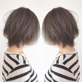 モード グラデーションカラー ボブ ミルクティーベージュ ヘアスタイルや髪型の写真・画像