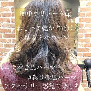 簡単ヘアアレンジ フェミニン ゆるふわ ゆるふわパーマ ヘアスタイルや髪型の写真・画像