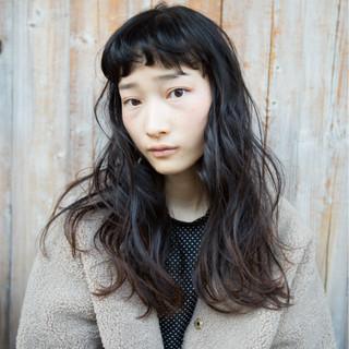 オン眉 アンニュイ ロング ナチュラル ヘアスタイルや髪型の写真・画像