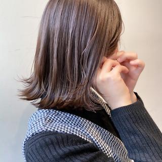 切りっぱなしボブ 大人可愛い ミルクティーグレージュ ミルクティーベージュ ヘアスタイルや髪型の写真・画像