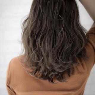 透明感 秋 波ウェーブ ミディアム ヘアスタイルや髪型の写真・画像