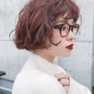 ラベンダーピンク ピンクアッシュ 切りっぱなしボブ ショートヘア ヘアスタイルや髪型の写真・画像