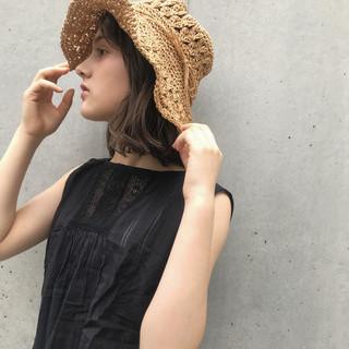 アッシュグレージュ アッシュ ミディアムヘアー 外国人風 ヘアスタイルや髪型の写真・画像
