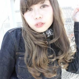 ロング ウェットヘア ゆるふわ ガーリー ヘアスタイルや髪型の写真・画像