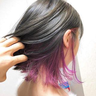 パープル インナーカラー ショートヘア ストリート ヘアスタイルや髪型の写真・画像