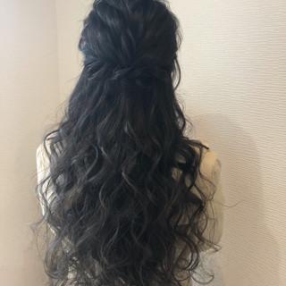 ねじり ヘアセット フェミニン ロング ヘアスタイルや髪型の写真・画像