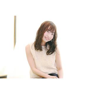 フェミニン ミディアム ウェットヘア モテ髪 ヘアスタイルや髪型の写真・画像