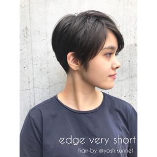ショート モード 刈り上げ ナチュラル ヘアスタイルや髪型の写真・画像