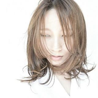 夏 ハイトーン リラックス 色気 ヘアスタイルや髪型の写真・画像 ヘアスタイルや髪型の写真・画像