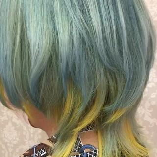 ガーリー ミディアム インナーカラー 派手髪 ヘアスタイルや髪型の写真・画像
