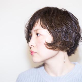 パーマ ナチュラル ウェットヘア モード ヘアスタイルや髪型の写真・画像