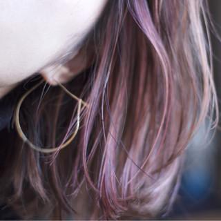 ハイライト ミディアム ストリート ピンク ヘアスタイルや髪型の写真・画像