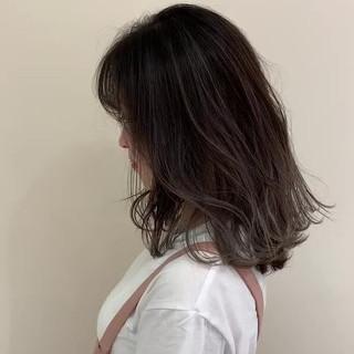 シースルーバング ゆる巻き ナチュラル ハイライト ヘアスタイルや髪型の写真・画像