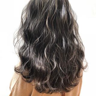 セミロング ハイライト ガーリー 透明感 ヘアスタイルや髪型の写真・画像