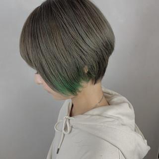 大人かわいい インナーカラー ショート ハンサムショート ヘアスタイルや髪型の写真・画像