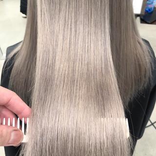 ホワイトアッシュ 外国人風カラー ロング 簡単スタイリング ヘアスタイルや髪型の写真・画像