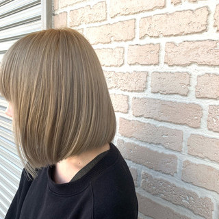 切りっぱなしボブ ハイトーンカラー モード ブリーチカラー ヘアスタイルや髪型の写真・画像