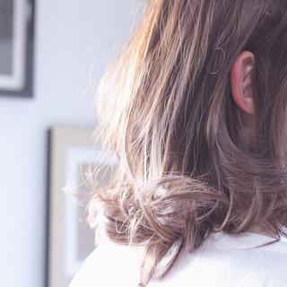 ラベンダーピンク ラベンダーアッシュ グレージュ セミロング ヘアスタイルや髪型の写真・画像