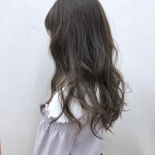 アッシュ ミルクティーベージュ グレージュ ロング ヘアスタイルや髪型の写真・画像