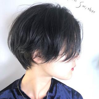 ハンサムショート アッシュグレー モード ブルーアッシュ ヘアスタイルや髪型の写真・画像
