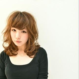 レイヤーカット ミディアム ガーリー 大人かわいい ヘアスタイルや髪型の写真・画像