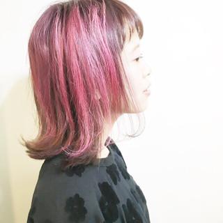 ベージュ 外ハネ ナチュラル ピンク ヘアスタイルや髪型の写真・画像