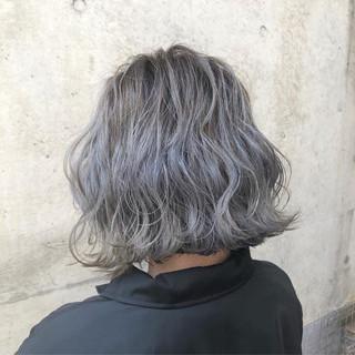 ハイライト バレイヤージュ グレージュ ボブ ヘアスタイルや髪型の写真・画像