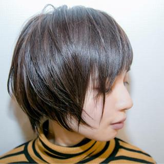 ショート ナチュラル アッシュ ハイライト ヘアスタイルや髪型の写真・画像