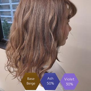 ミルクティーベージュ サロンモデル ミディアム アディクシーカラー ヘアスタイルや髪型の写真・画像