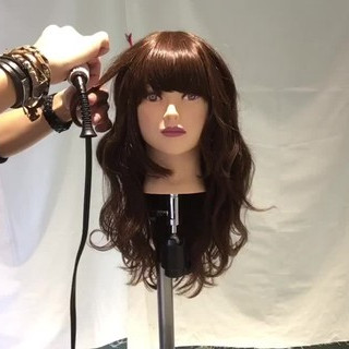 デート セミロング フェミニン 波ウェーブ ヘアスタイルや髪型の写真・画像