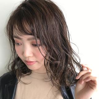 リラックス ウェットヘア ナチュラル 外国人風カラー ヘアスタイルや髪型の写真・画像