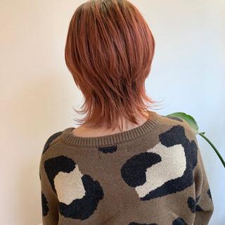 オレンジカラー ウルフカット ミディアム アプリコットオレンジ ヘアスタイルや髪型の写真・画像