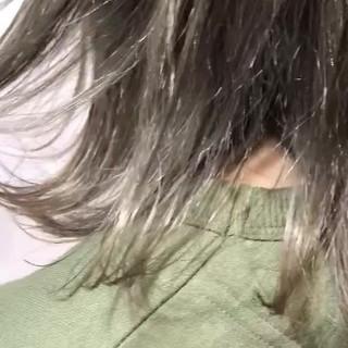 カーキアッシュ ナチュラル 切りっぱなしボブ ミディアム ヘアスタイルや髪型の写真・画像