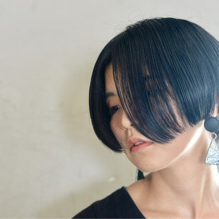ショート ボブ 切りっぱなし 黒髪 ヘアスタイルや髪型の写真・画像 ヘアスタイルや髪型の写真・画像