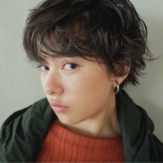 ナチュラル くせ毛風 簡単 ショート ヘアスタイルや髪型の写真・画像