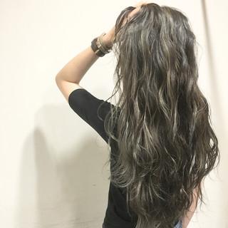 ブラウン ストリート 外国人風 波ウェーブ ヘアスタイルや髪型の写真・画像 ヘアスタイルや髪型の写真・画像