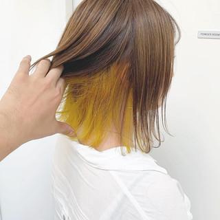 イエロー ショートボブ ショート ダブルカラー ヘアスタイルや髪型の写真・画像