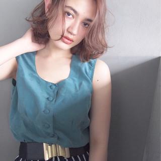 アッシュ パーマ 大人かわいい ミディアム ヘアスタイルや髪型の写真・画像