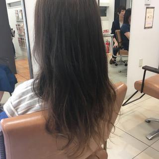 外国人風 秋 ロング スモーキーアッシュ ヘアスタイルや髪型の写真・画像