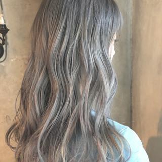 セミロング グレージュ バレイヤージュ 外国人風カラー ヘアスタイルや髪型の写真・画像