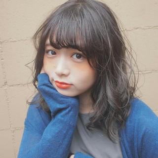 フェミニン ハイライト アッシュ グレージュ ヘアスタイルや髪型の写真・画像