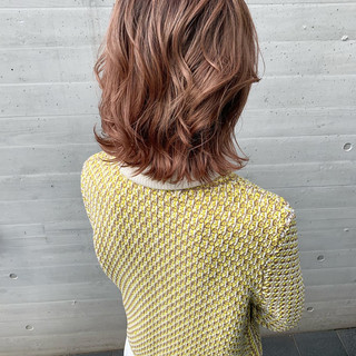 ピンク ミディアム バレイヤージュ フェミニン ヘアスタイルや髪型の写真・画像