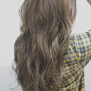 波ウェーブ ブリーチカラー ロング ガーリー ヘアスタイルや髪型の写真・画像