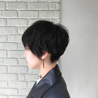 外国人風 刈り上げ マニッシュ ショート ヘアスタイルや髪型の写真・画像