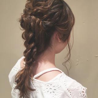 セミロング 編み込み ナチュラル 女子会 ヘアスタイルや髪型の写真・画像