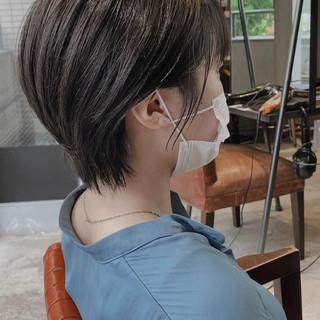 暗髪女子 ナチュラル ショートヘア シースルーバング ヘアスタイルや髪型の写真・画像