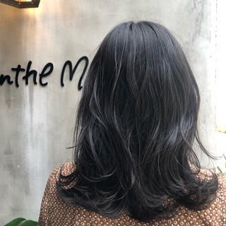 切りっぱなし フェミニン 黒髪 大人ミディアム ヘアスタイルや髪型の写真・画像