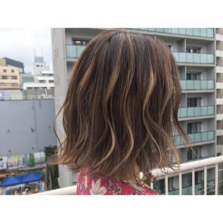 ストリート ハイトーン ボブ 外ハネ ヘアスタイルや髪型の写真・画像