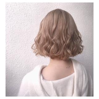 ベージュ ナチュラル バレイヤージュ ハイトーン ヘアスタイルや髪型の写真・画像