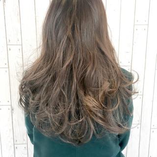 インナーカラー ハイライト ハイトーン グレージュ ヘアスタイルや髪型の写真・画像 ヘアスタイルや髪型の写真・画像